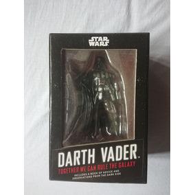 Star Wars - Estatueta Darth Vader + Livro