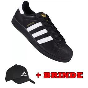 1b64f895192 Tenis adidas Superstar Preto Branco Barato + Boné Brinde