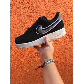 the latest 97a66 8859e Tenis Nike Air Force 1 Low Chenille Swoosh Negro Talla 7 Mx