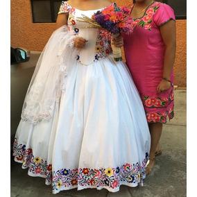 Vestido de novia de manta bordado