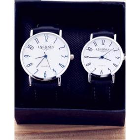 Relojes Negros Con Fondo Blanco En Pareja