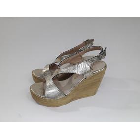 99795123ec8 Sandalia Cuero Plataforma Liviana Con Tachas - Zapatos Dorado oscuro ...
