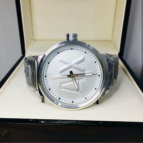 80463aed976 Relógio Armani Exchange Branco E Prata Com Strass - Joias e Relógios ...