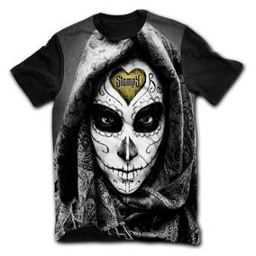 67431a81e32f8 Stompy Camiseta - Serious Catrina Dark Promoção