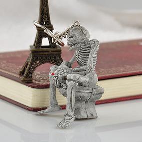 Chaveiro Esqueleto De Caveira Sentada No Vaso Com Cigarro