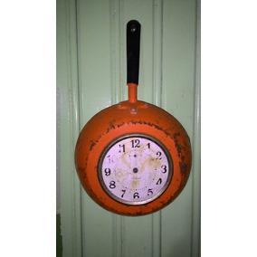 Relógio De Parede Antigo Formato Frigideira Lindo De Lata