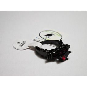 Anillo De Alitas Con Craneo Piedra Roja Color Negro Goth