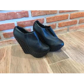 Plataformas Con Tachas Sarkany - Zapatos de Mujer en Mercado Libre ... 9f54d9ae4eb