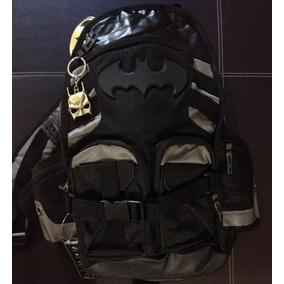 Mochila Bioworld Dc Comics Batman + Llavero Dc Comics Batman