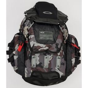 67cb946099c87 Mochila Oakley Flak Pack 2.0 Marrom Camuflada - Calçados