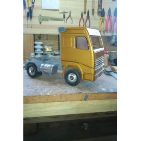 Miniatura De Caminhão Volvo