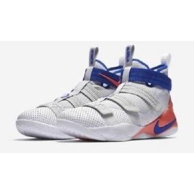 a6394e8ac30 Lebron James Tenis - Tenis Básquetbol Hombres Nike Plateado en ...