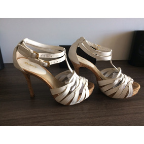 Sandália Branca Shuartz.