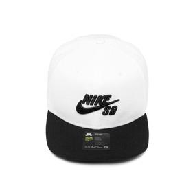 Bone Aba Reta Nike Branco - Bonés Nike para Masculino no Mercado ... f404ae5c042