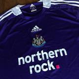 Camisa Newcastle adidas Na Etiqueta Antiga 2008 Inglaterra d8118f377f9b3