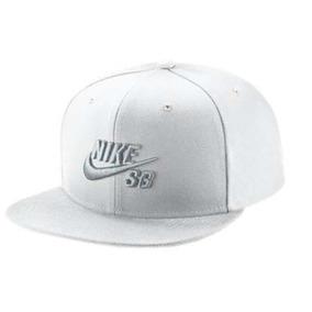 2585e44fd231c Gorra Blanca Nike - Ropa