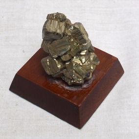 Pirita Cristalizada 3,5 X 3,5 X 3,0 Cm Em Base De Madeira