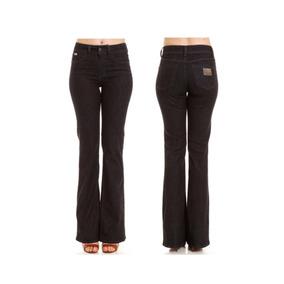 6fb33b987 Calça Flare Jeans - Calças Colcci Calças Jeans Feminino no Mercado ...