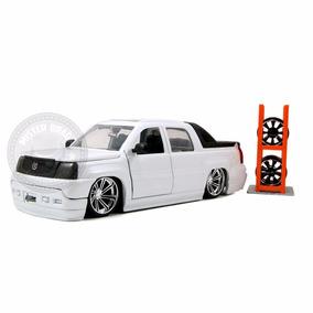 Cadillac Escalade 2002 Branco C/ Rodas Extras Jada 1/24
