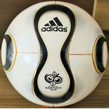 Bola Jabulani Oficial Adidas - Futebol no Mercado Livre Brasil 9f98237580e9f