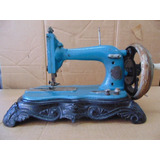 Máquina De Costura Antiga A Manivela