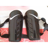 Canilleras Nike ( Color Negro )