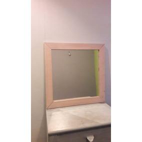 Espejo Con El Marco De Madera