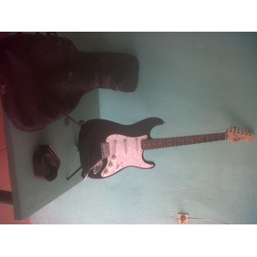 Guitarra Eléctrica Squier Modelo Stratocaster