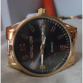 Relógio M K Mostrador Preto Pulseira Série Ouro