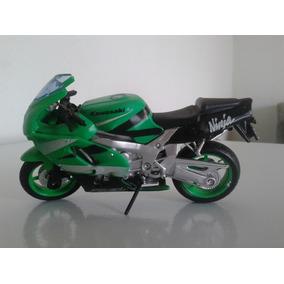 Miniatura Moto Kawasaki Ninja ( 11cm X 06 Altura )