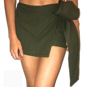 Short Falda Verde Con Nudo O Moño. Corte Asimétrico