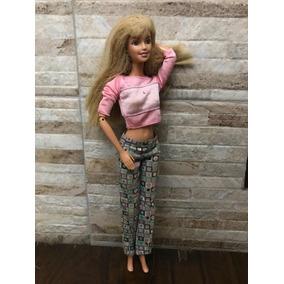 Barbie Antiga Com Braços Flexíveis Um Braço Mexe