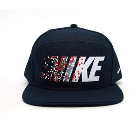 Bone Aba Reta Nike - Bonés Nike para Masculino no Mercado Livre Brasil 134c5fdaf92