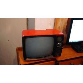 Televisão Antiga Vermelha Não Funciona Para Decoraçao