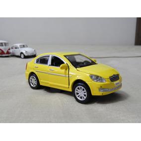 Miniatura Hyundai Verna 1/32 Fricção E Som