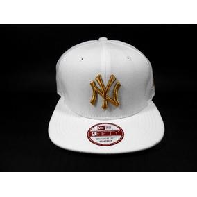 Boné New Era New York Branco Com Dourado - Bonés para Masculino no ... 12a81bb997d