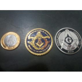 Duas Medalhas Maçonica Na Cápsula