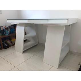 Escrivaninha Branca Com Tampo De Vidro E Cavaletes