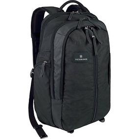Mochila Backpack Victorinox Almont 3.0 Negra Laptop 17 Pulg