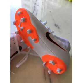 aa066a5496 Chuteira Nike Mercurial Botinha Nova - Branca Tamanho 31
