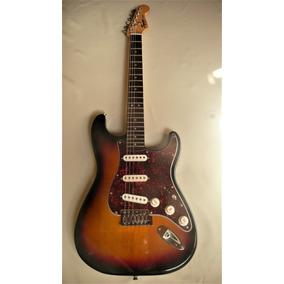 Guitarra Fender Squier + Amplificador Y Accesorios