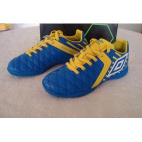 4bf1032d6266e Zapatos De Niños Umbro Futbol Sala Talla 35. Bs. 10.000