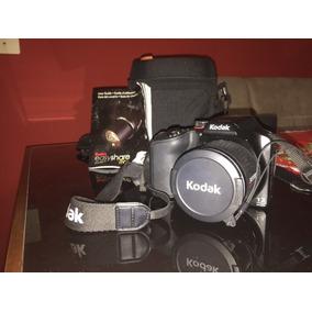 Câmera Semi-profissional Kodak Z990 - 30x Zoom Óptico
