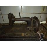 Máquina De Costura A Mão Antiga Em Perfeito Estado