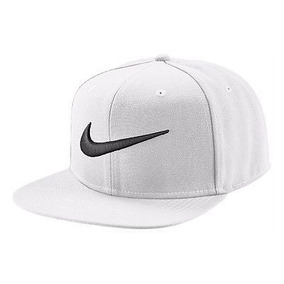 Bone Aba Reta Nike Branco - Bonés Nike para Masculino no Mercado ... c70d068ae9f