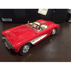 Miniatura Corvette 1957 Vermelho Road Tough 1:18