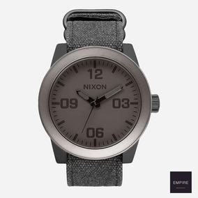 Remato Nixon Corporal Gunmetal/negro Mate (normal $4800)