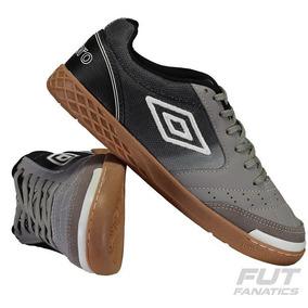 Chuteira Umbro Box Futsal - Chuteiras Umbro de Futsal para Adultos ... 0c88dc576c625