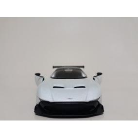 Miniatura Aston Martin Vulcan Branco Kinsmart 1/38