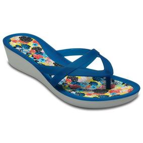 Sandalia Crocs Dama Isabella Print Wedge Flip Azul